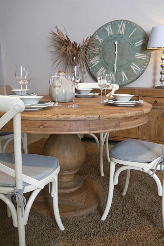 Mesa comedor redonda de madera reciclada con pie bulbo 130 for Mesas de comedor redondas extensibles de madera