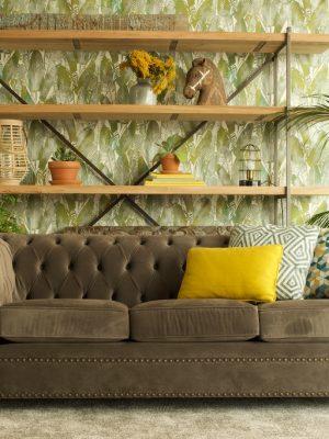 Sofa Chester y librería forja y madera gran formato
