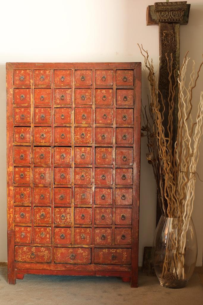 Mueble farmacia antiguo el globo muebles for Muebles tibetanos